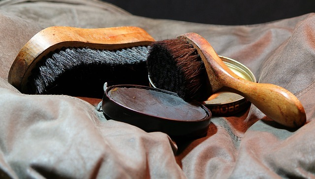 HOW TO REMOVE SHOE POLISH FROM SHOES